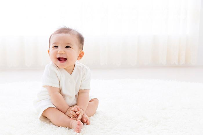 笑ってる幼児